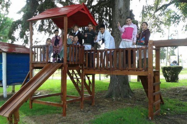 Parque infantil y microscopio Escuela Nº73